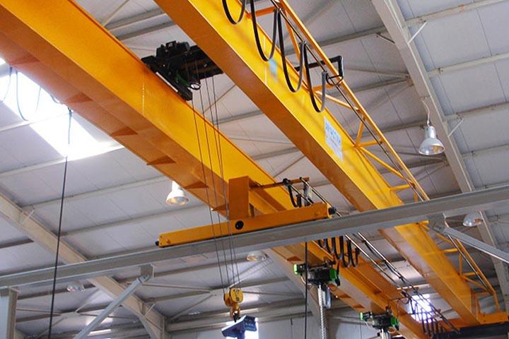 Электрический мостовой опорный двухбалочный кран: особенности конструкции и область применения